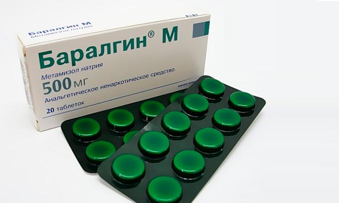В случае с сильными болевыми ощущениями специалист может предложить паранефральную или паравертебральную новокаиновую блокаду, прием Баралгина, ненаркотических анальгетиков