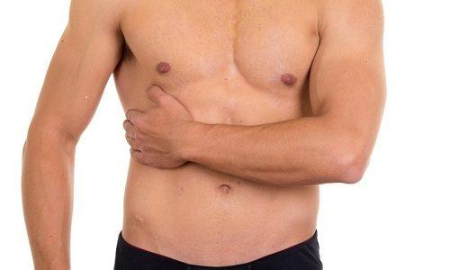Если очаг воспаления находится области головки железы, то спазм распространяется в в правое подреберье