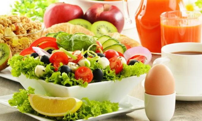 Больному нельзя употреблять жареные, жирные, острые блюда, алкогольные напитки, маринады