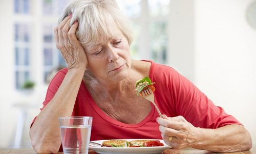 При хроническом панкреатите у пациентов полностью пропадает аппетит и появляется невосприятие жирной пищи