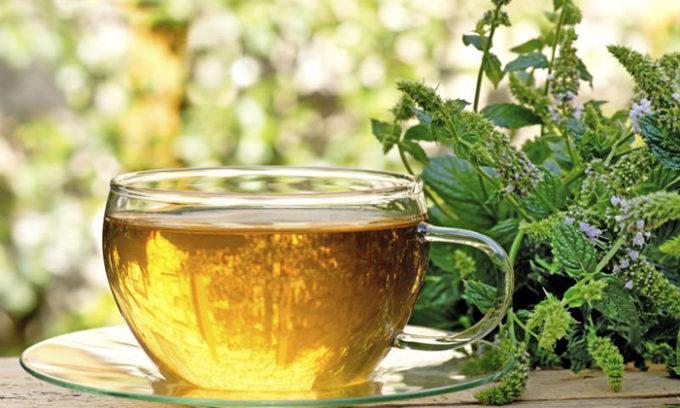 Травяные чаи – один из лучших помощников против кисты на щитовидной железе. Можно приготовить их из череды, зверобоя, тысячелистника, гречихи и крапивы