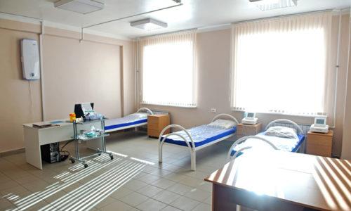 На время обострения острого холецистита пациента госпитализируют в отделение хирургии, где он должен придерживаться постельного режима и голодания