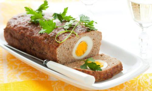При холецистите рекомендуется употреблять мясной рулет, фаршированный яйцами