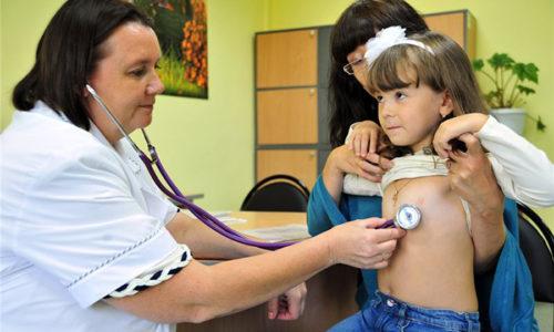 Холецистит у детей также можно лечить народными средствами, но их выбор и дозировку следует согласовать с врачом