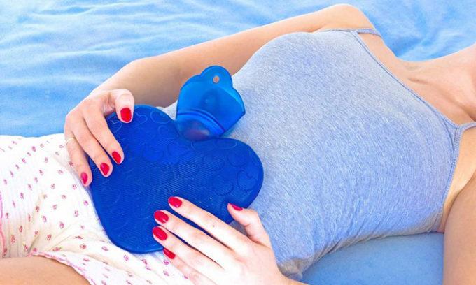 Лечение холецистита в домашних условиях включает слепое зондирование желчного пузыря (тюбаж), но эта процедура разрешена лишь при бескаменном варианте болезни