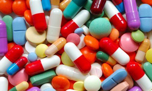 Лечение болезни без операции предполагает прием медикаментов, назначенных врачом