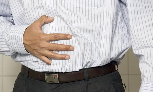 Ноющая периодическая боль в правом боку, как правило, сигнализирует о холецистите