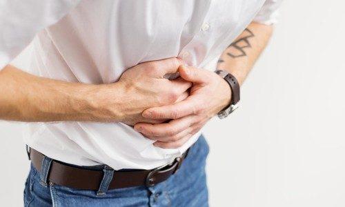 Если человек будет внимательно прислушиваться к своему организму и не игнорировать сигналы, которые он подает, то понять, что имеют место заболевания печени, будет не сложно