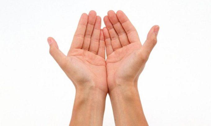 При нарушениях в работе щитовидки появляется дрожь в руках