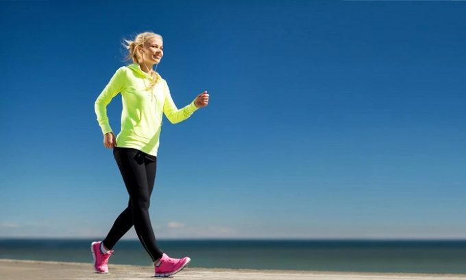 Нужно исключить долгое сидячее положение для нормального функционирования кровотока, стараться делать перерывы хотя бы минут через 40-50 и ходить