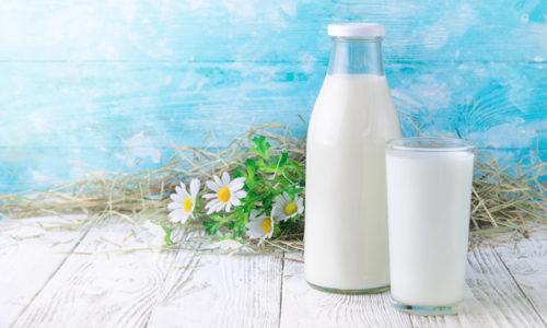 Употребление кисломолочных жидкостей способствует устранению запоров, которые нежелательны при цистите