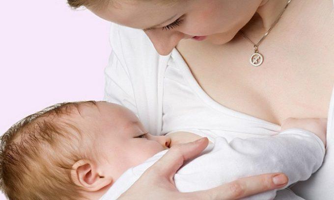 Сложность лечения цистита после родов заключается в том, что не все препараты можно применять в период кормления грудью