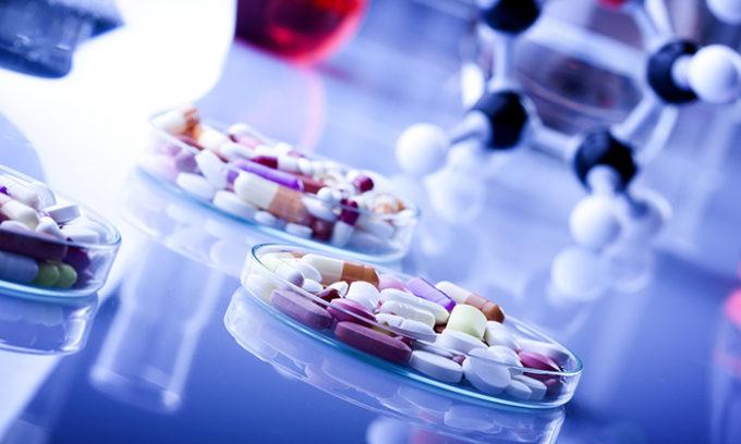 При больших размерах новообразования пациенту назначают гормональные препараты
