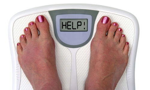 Острый холецистит в 80% случаев возникает у людей с лишней массой тела, которые переедают, злоупотребляют жирной пищей и алкоголем