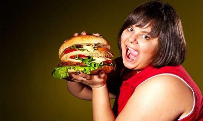 Неправильное питание на протяжении долгого времени будет способствовать развитию заболеваний щитовидной железы