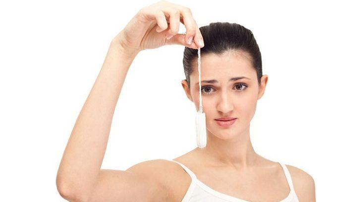 Недостаточно частая смена тампонов при месячных провоцирует появление недуга