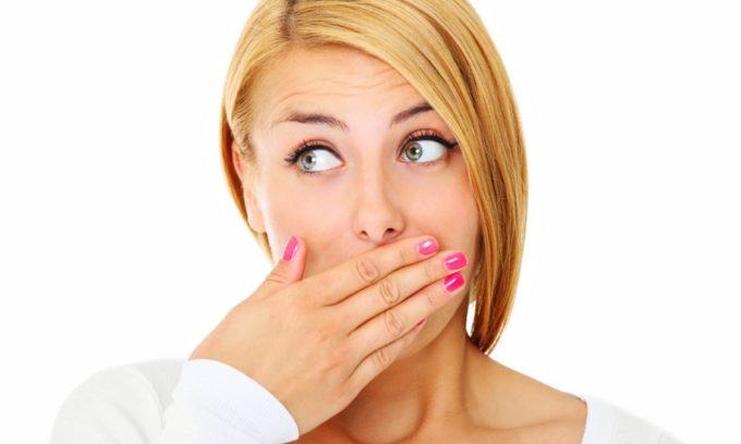 Одним из симптомов холецистита является отрыжка горечью