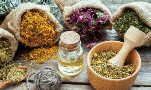 Основу травяных сборов могут составлять листья липы, лабазник, шалфей, мелисса, лекарственная ромашка, корень солодки, ивовая кору, кора осины, цветы бузины, боярышника, малиновые листья