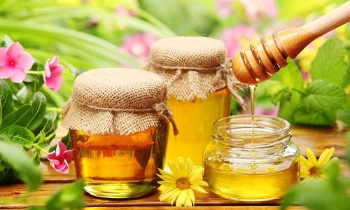 Мед и лечит, и укрепляет иммунитет, и снабжает организм витаминами и необходимыми микроэлементами