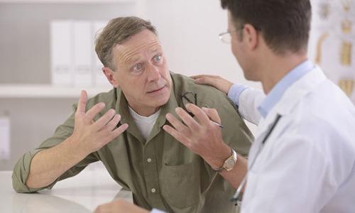 При частом мочеиспускании мужчине следует незамедлительно посетить врача и пройти все назначенные им исследования