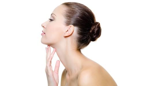 Щитовидная железа вырабатывает гормоны, жизненно необходимые для человеческого организма