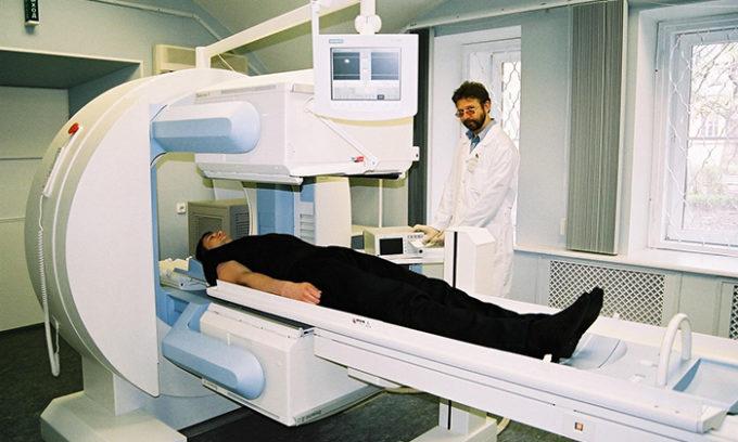 При радиоизотопном исследовании желчевыводящих путей проводится гепатобилисцинтшрафия, подразумевающая применение 95m Tc