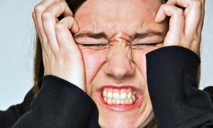 Неврологические симптомы – раздражительность, симптом дисфункции щитовидной железы у женщин