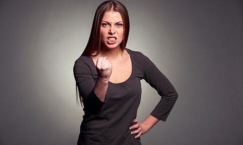 Если уровень гормона, наоборот, повышен, то речь ведут о гипертериозе. При этом женщина может жаловаться на повышенную раздражительность