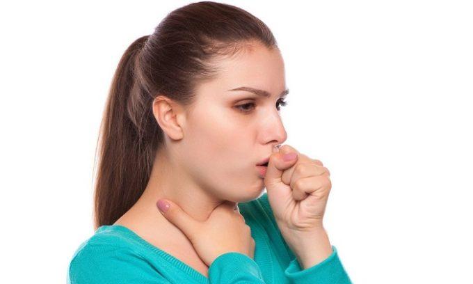 В некоторых случаях больного беспокоит кашель