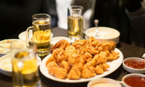 Как правило, колики возникают после приема жирной, острой, соленой пищи, а также при употреблении алкоголя