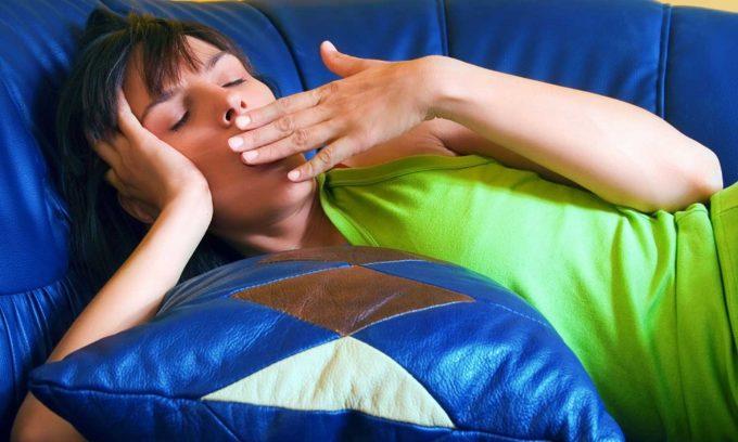 Быстрая утомляемость, отсутствие сил являются симптомами заболевания щитовидной железы