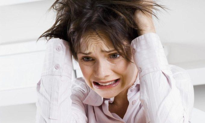 У больного наблюдается чрезмерная возбудимость, частое изменение настроения, беспричинные беспокойство и страх, сильная раздражительность