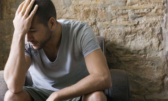 При развитии болезни щитовидки человек часто находиться в депрессивном состоянии