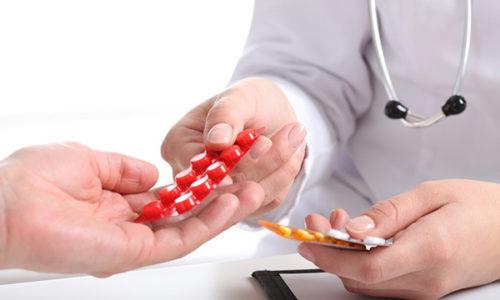 Больному показан регулярный прием различных витаминных комплексов, а также лекарственных средств, которые регулируют работу гипофиза и щитовидной железы