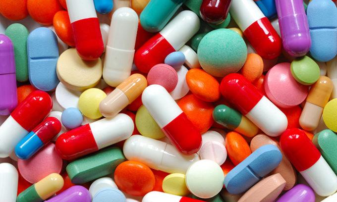 Когда у пациента диагностирован гипертиреоз, врач назначает такие лекарственные средства, которые понижают уровень вырабатываемых органом гормонов