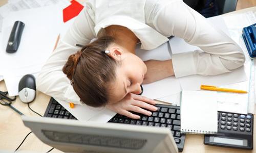 Повышенная утомляемость даже при незначительных физических нагрузках является одним из симптомов аденомы щитовидной железы