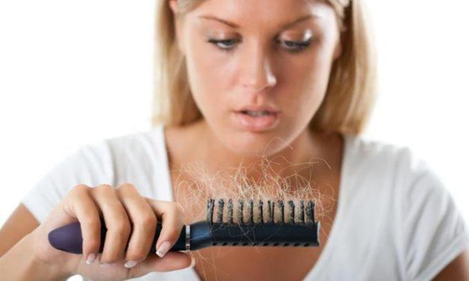В целом, о болезни может говорить выпадение волос
