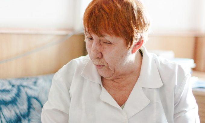 В возрасте 50-60 лет процессы развития щитовидной железы не просто замедляются, а идут на спад, поэтому следует не только правильно питаться, но и принимать дополнительные препараты