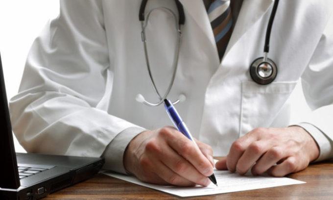 Назначением лекарств занимается доктор. Он расскажет, сколько раз и в какой дозе следует принимать этот фитопрепарат